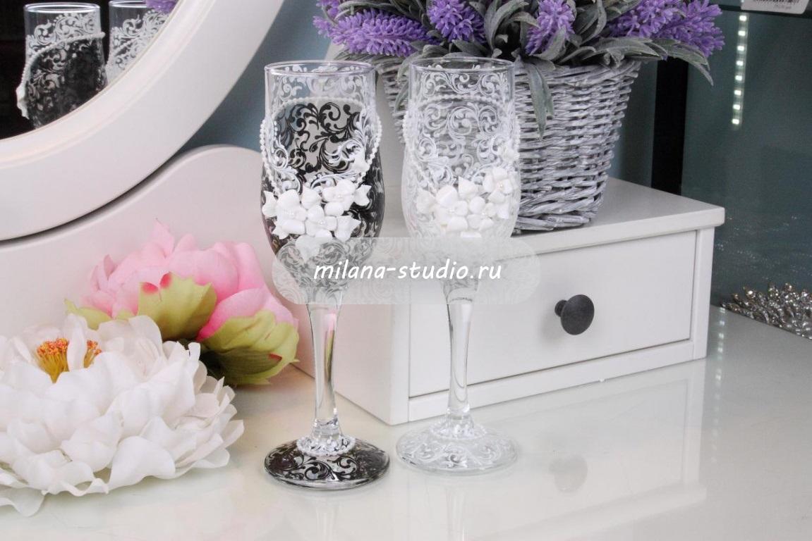 Бокалы «Свадебная парочка с розами»
