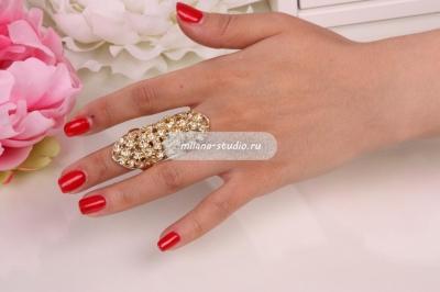 Золотистое кольцо на всю фалангу