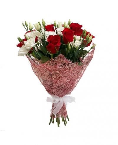 Букет из 10 шт роз и эустомы