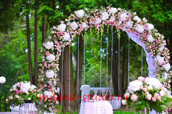 3118849a69621 Оформление выездной регистрации брака в Москве цветами от свадебного ...